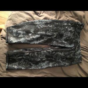 Alo snake skin workout cropped pants